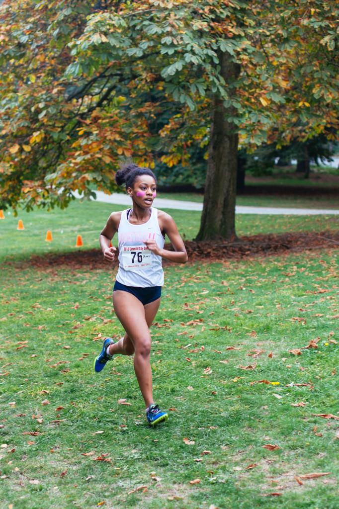 Elena Smith running at the 2015 Sundodger Invitational.
