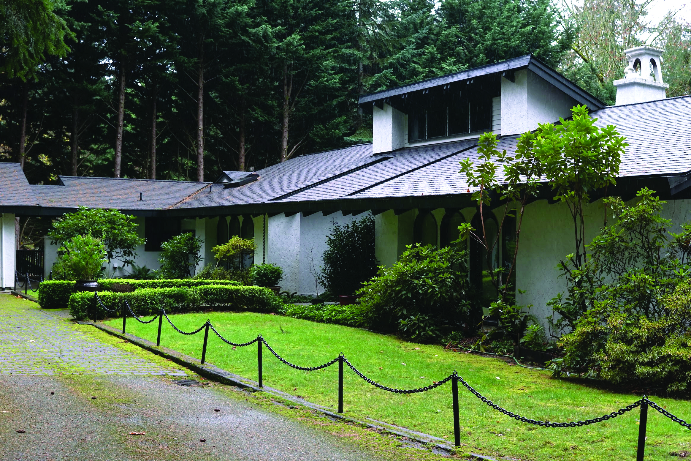 Home Sweet Home: Seattle University Purchases $900,000 Lakeside Home from Jesuits Facing Bankruptcy
