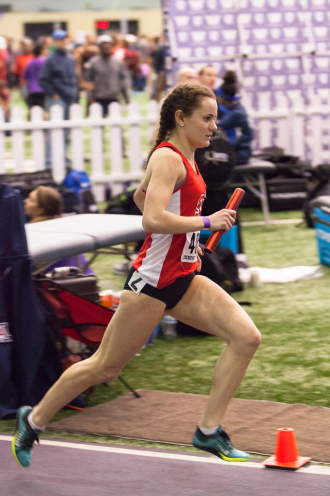 Anastasia+Honea+finishes+the+forth+leg+of+the+women%27s+DMR.