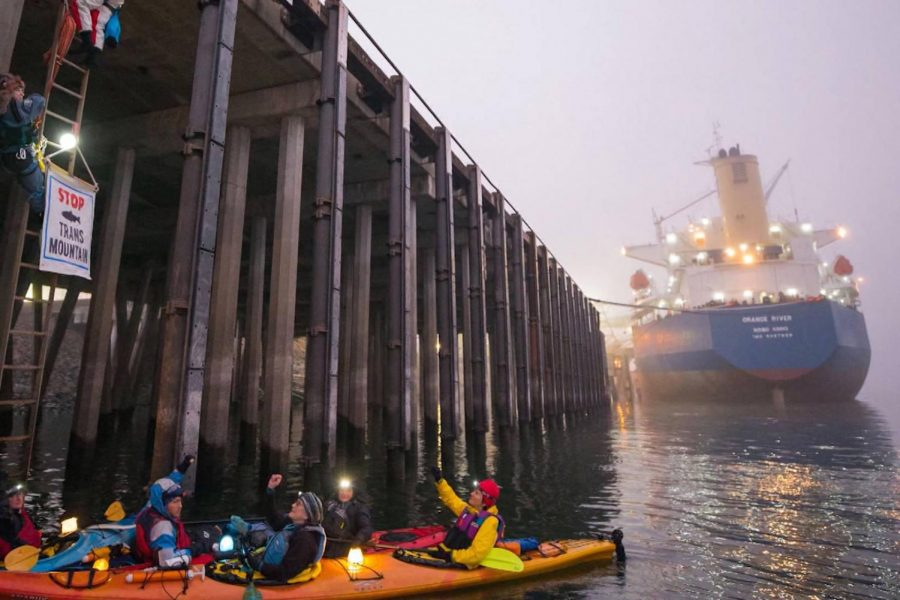 Protesters+in+a+kayak+blocking+the+Port+of+Vancouver