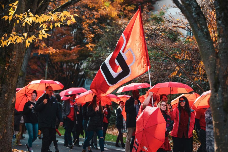 Seattle+U+community+members+march+in+the+Red+Umbrella+Parade+during+Homecoming+Week.